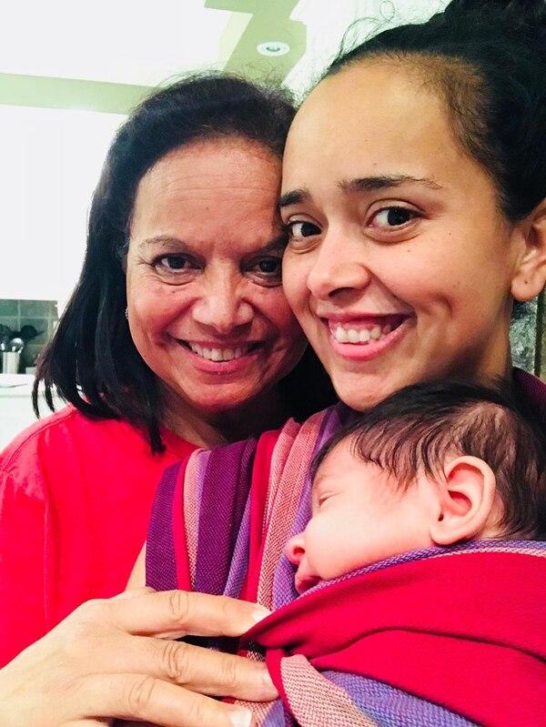 La tica Kimberly Quesada; su mamá, Ruth Rodríguez, quien la acompañó cuando nació Loic.