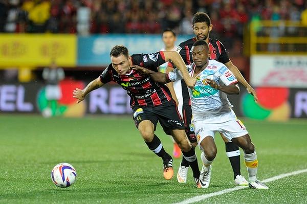 Kenner Gutiérrez fue quien centró y José Guillermo Ortiz puso el 1-0 a favor de Alajuelense.