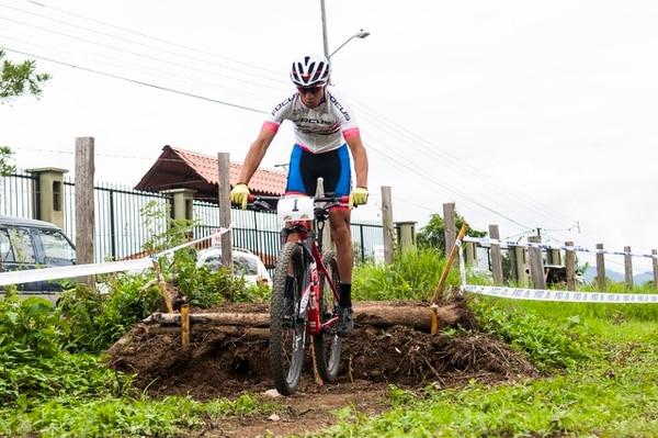 Andrey Fonseca del Team Focus se dejó el primer lugar del evento de 'eliminator' en la fecha de la Copa AMPM de mountain bike, este sábado en Orosi de Cartago.