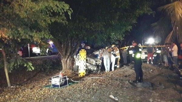 La Policía de Tránsito investiga el exceso de velocidad como posible causa, para ello se analizaron las huellas en el sitio.