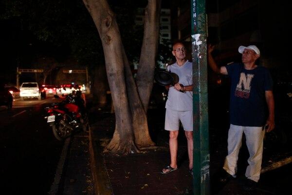 Ciudadanos protestaron el viernes 29 de marzo del 2019, en Caracas, por otra interrupción el servicio eléctrico.