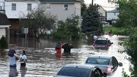 Tico rescata en bote a personas aisladas por inundaciones en Nueva Jersey