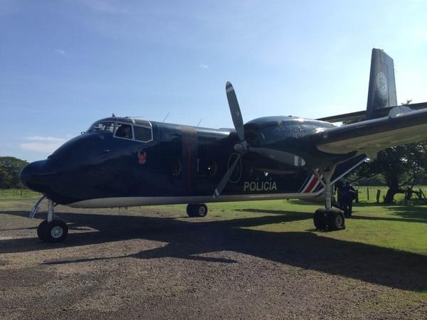 El avión Caribú de Vigilancia Aérea se encuentra en el aérodromo de Barra del Colorado.