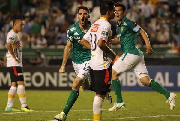 El argentino Mauro Boselli (17) fue el autor del tanto del empate para León, en el juego de esta noche ante Herediano.