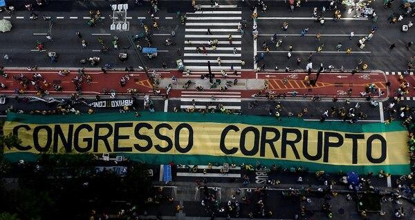 Miles de brasileños marcharon ayer contra corrupción. El número de participantes aún no ha sido confirmado.