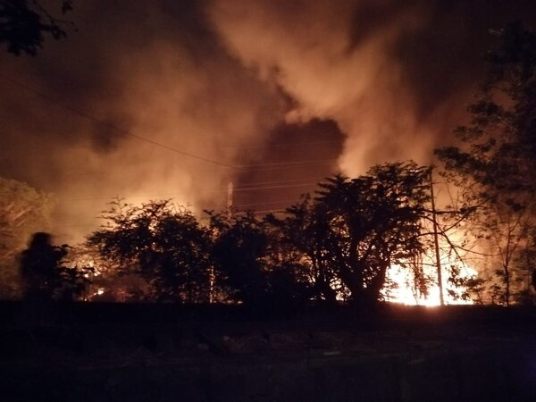 Las llamas se observan a varios kilómetros de distancia. Foto suministrada por Andrés Garita
