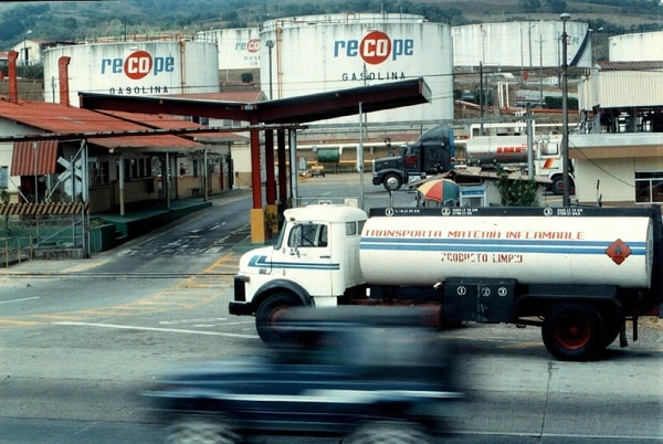 Tal y como lo denunció el fundador del PAC, Ottón Solís, la empresa que hizo el estudio de factibilidad tenía relación con la petrolera china. | ARCHIVO.