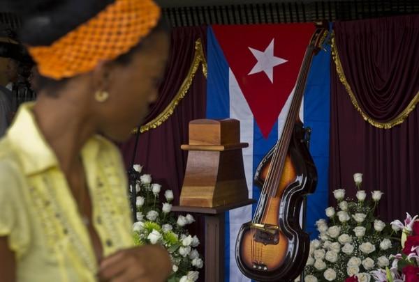 Un altar en honor a Juan Formell es visitado por cientos de cubanos.
