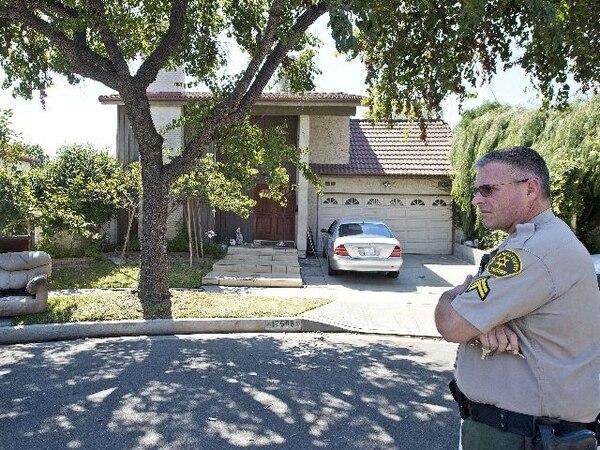El sheriff Aaron vigilaba la casa de Nakula Besseley en Los Ángeles. | EFE.