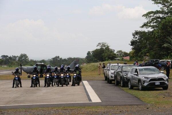 Muchos de los oficiales que participan en la acción fueron enviado de San José y llegaron por vía aérea. Foto LN.