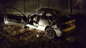 Mujer pierde la vida al salir expulsada de auto con conductor ebrio y sobrecargado