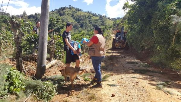 Uno de los sitios donde se ha llevado ayuda es la comunidad de Tablón de El Guarco, en Cartago.