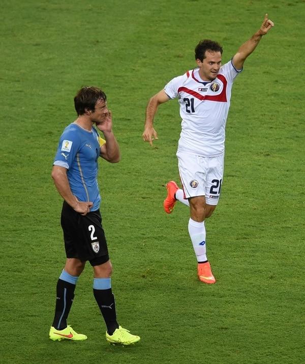 Diego Lugano, capitán charrúa, sintetiza la caída celeste. | AFP