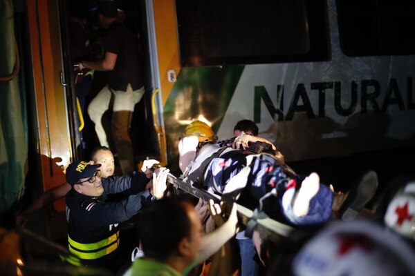 En el lugar se atendieron varias personas con heridas leves y al menos dos graves.