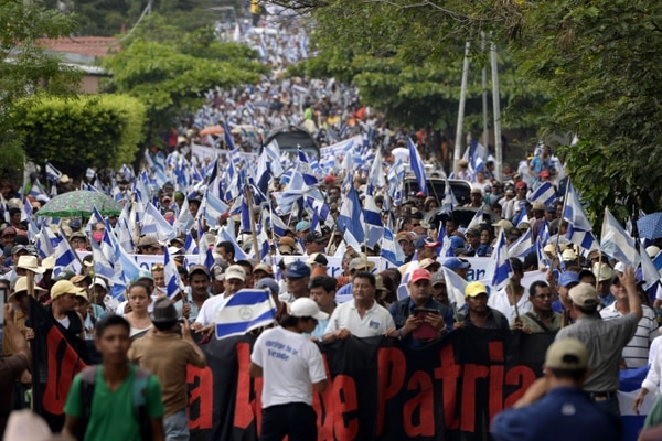 Campesinos marchan en contra de la construcción de un canal interoceánico en Juigalpa, Nicaragua.