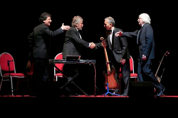 La clásica escena durante 'Manuel Darío' en la que presenta a los músicos... entre ellos mismos.