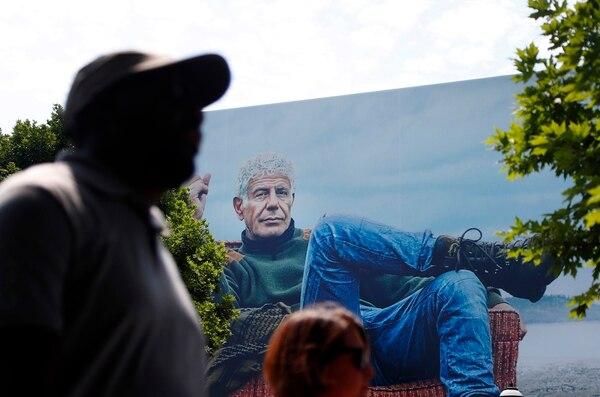Valla publicitaria en la ciudad de Atlanta del programa 'Parts Unknown', que conducía el chef Anthony Bourdain para CNN. Foto: John Bazemore/AP.