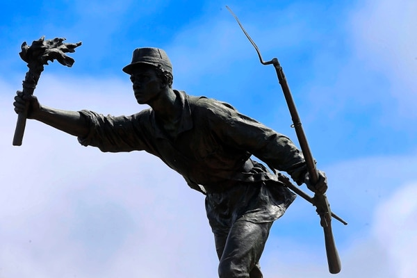 Monumento a la memoria de Juan Santamaría, para perpetuar el recuerdo glorioso de aquel héroe de la Campaña Nacional de 1856. La estatua fue realizada por el escultor francés Arístide Croisy. Foto: Rafael Pacheco.