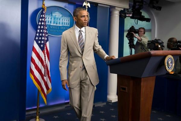 La decisión del presidente de ponerse un traje de verano, que tiene precedentes entre otros mandatarios -incluido él mismo- fue el tema más importante en las redes sociales