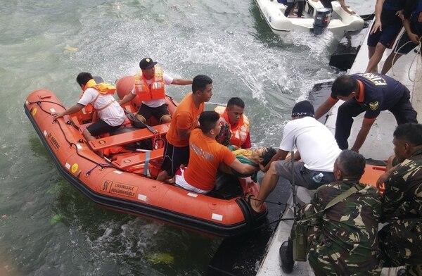 Un nuevo naufragio ocurrió el jueves en Filipinas, donde este tipo de tragedias son frecuentes. Murieron unas 38 personas cuando ferri con 189 ocupantes zozobró mientras viajaba entre entre el puerto de Ormoc y las islas Camotes.