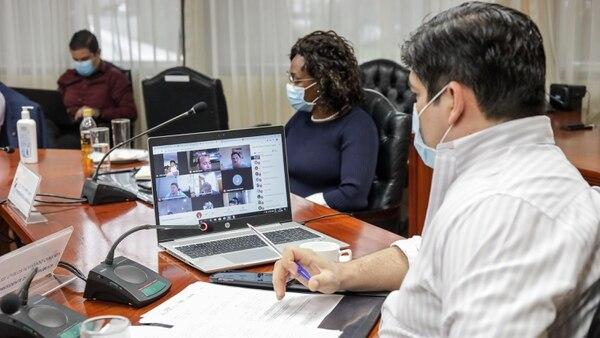 Además de Carlos Alvarado, en la reunión también participó la primera vicepresidenta, Epsy Campbell. Foto: Roberto Carlos Sánchez/Presidencia