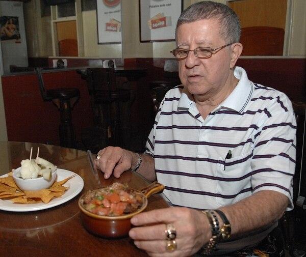 Miguel Cordero, de Cordero´s Bar en Tibás, registró su creación en el Registro de la Propiedad.