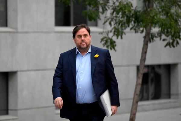 A Oriol Junqueras, vicepresidente del Gobierno catalán destituido, se le acusa por rebelión. Podría recibir hasta 25 años de prisión si lo hallan culpable.