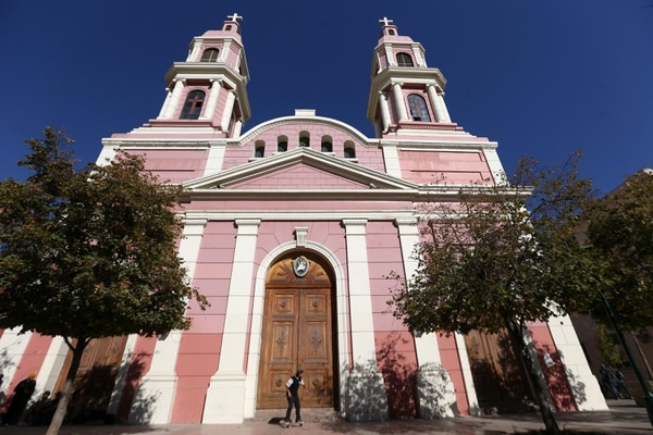 Vista general de la catedral en Rancagua, cuya diócesis suspendió a 14 sacerdotes por estar implicados en escándalo de abusos sexuales. Foto: AFP