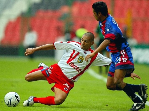 Rojas (izq.) jugó en el Torneo de Apertura del 2006 con el Veracruz. | ARCHIVO