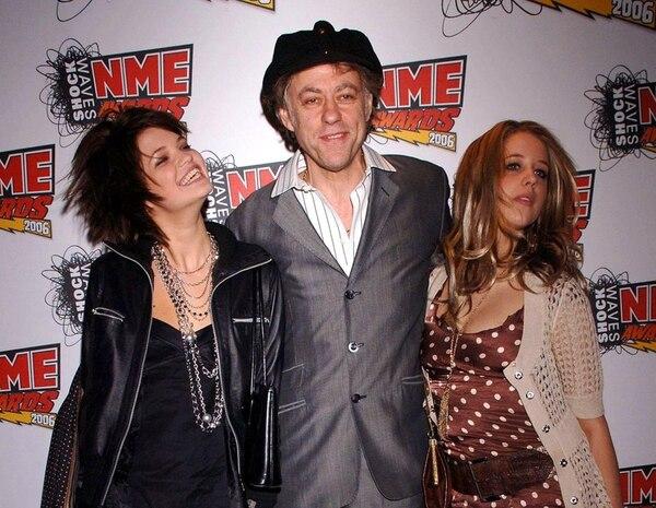 Bob Geldof era un padre comprometido con sus hijas, por lo que disfrutaba compartir con ellas, como lo hizo en el 2006.   AP