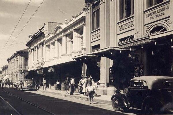 Libreria Lehmann Sauter y Compañía en la avenida central. Fotografía de la Librería Lehmann.