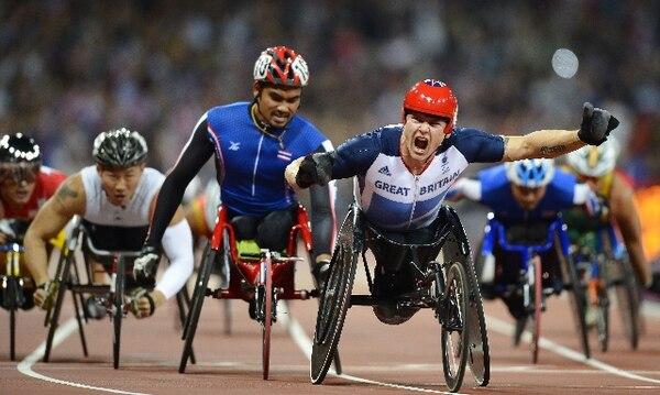 El británico David Weir celebra la victoria en los 1.500 metros, que le deparó su segundo oro en los Juegos. | AFP
