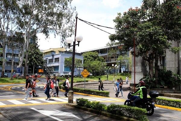 Campus de la Univesidad de Costa Rica. Los pagos por matrícula y los créditos de los cursos brindados en las universidades públicas, en cualquiera de sus áreas sustantivas, están exentos del IVA. Fotografia: Graciela Solís
