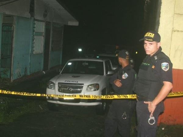 El asesinato se produjo antenoche a las 11:30 en la entrada al precario Black Track, en Limón. | RAÚL CASCANTE GN
