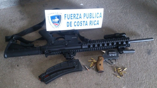 Los detenidos tenían varias armas de fuego. | MSP PARA LN.