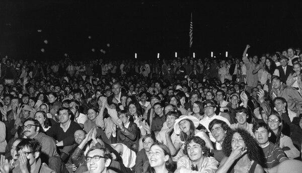 A Florida llegaron cerca de un millón de personas a ver el lanzamiento del Apolo 11. Mientras tanto, unas 10.000 se reunieron en Nueva York para presenciar el acontecimiento en pantalla gigante. (Archivo: AP Photo)