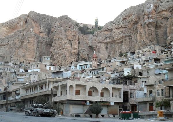 Un tanque del Ejército sirio recorría ayer el pueblo cristiano de Maalula, en las proximidades de Damasco. | AFP.