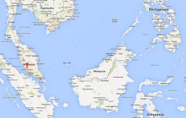Barco que transportaba a emigrantes clandestinos indonesios en la costa occidental Malasia.