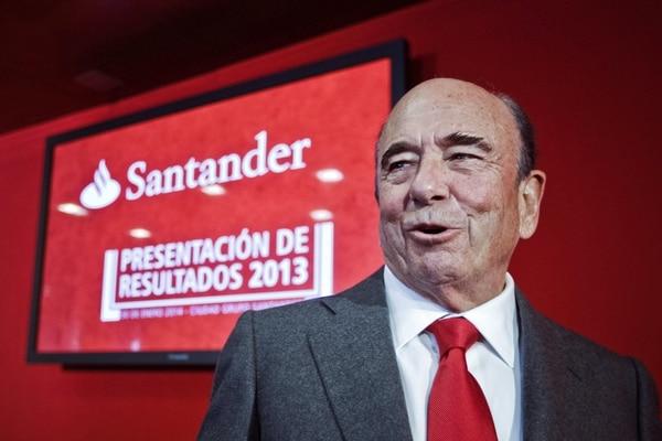 El presidente del Banco Santander, Emilio Botín, durante de la presentación de resultados del ejercicio 2013 de la entidad bancaria que obtuvo un beneficio neto de 4.370 millones de euros (unos $5.900 millones).