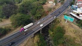 Cierre de un carril por sentido en puente sobre río Segundo complicará presas en la General Cañas