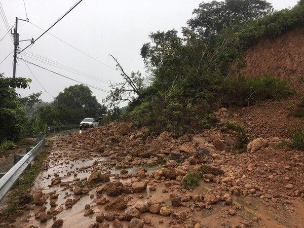 Los deslizamientos en carreteras podrían retornar a varios puntos susceptibles con las lluvias de este fin de semana, por lo que se pide precaución. Foto: Cortesía Conavi