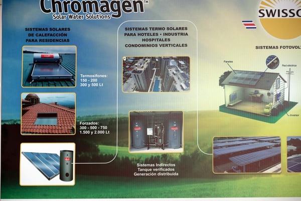 Sistemas de calefacción de agua mediante paneles solares, tanto de uso doméstico como industrial, son parte de las soluciones. Foto: Alonso Tenorio.