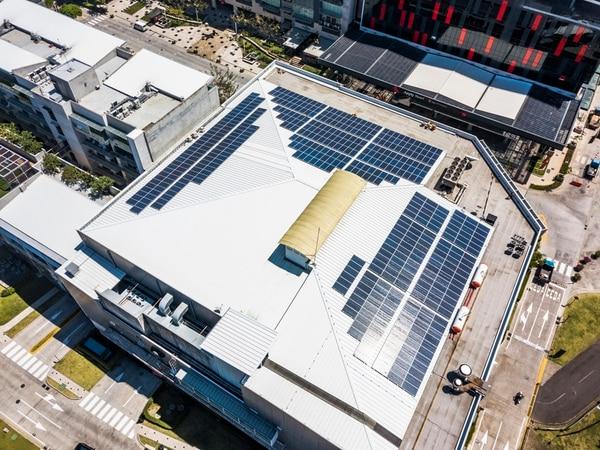 En Avenida Escazú se inauguraron el pasado marzo 495 paneles solares capaces de generar una potencia pico de 158.40 kilovatios.