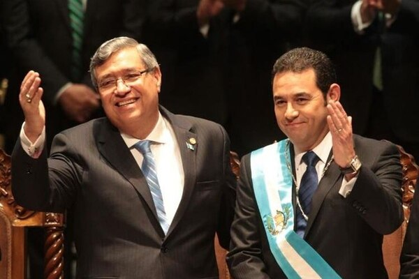 El vicepresidente de Guatemala, Jafeth Cabrera y el presidente, Jimmy Morales.