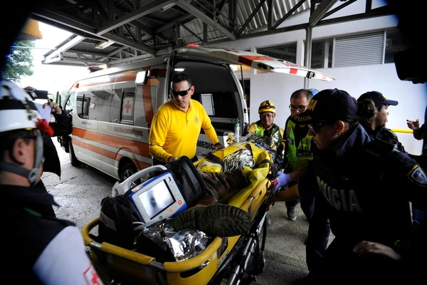 Antes de la 1 p. m. del sábado entró el paciente al Hospital México, donde todavía lo reportan delicado.