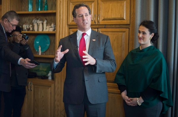 El exsenador por Pensilvania Rick Santorum anunció su retiro de la puja por la candidatura republicana.