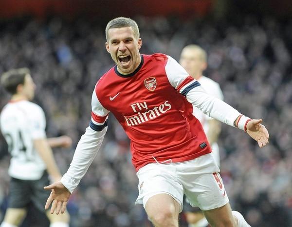 El alemán Lukas Podolski anotó el 2-0 del triunfo del Arsenal sobre el Liverpool.