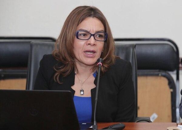 La auditora general del ICE, Sofía Machuca, compareció ante la Comisión para el Control del Ingreso y el Gasto Públicos. Foto: John Durán.