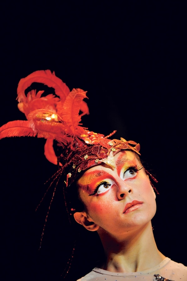 El bien y el mal. La bailarina Graciela Barquero interpreta a la figura mitológica eslava del pájaro de fuego. Rafael Murillo