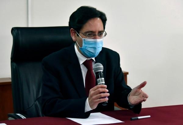 El presidente del Tribunal Supremo Electoral de Bolivia (TSE), Salvador Romero, anuncia que las elecciones serán el 18 de octubre próximo. Foto: AFP